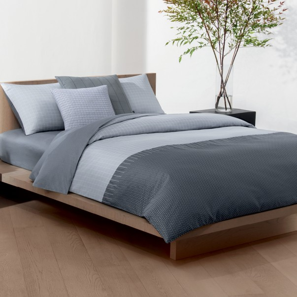Bed set by Calvin Klein GRID FORMATION in sateen cotton.